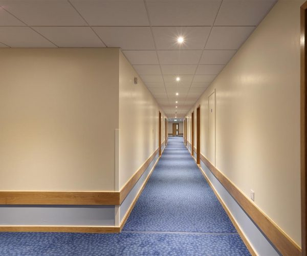 1024px__0012s_0008_Travelodge-Redhill-10-low res.jpg