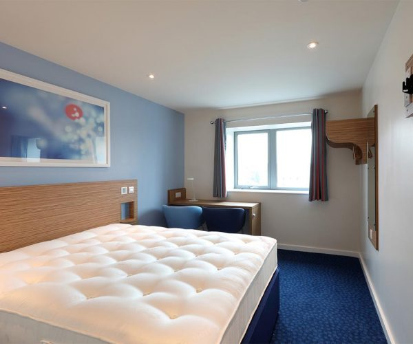 1024px__0012s_0009_Travelodge-Redhill-11-low res.jpg