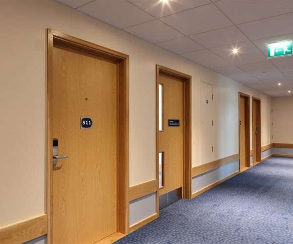 1024px__0012s_0011_Travelodge-Redhill-14-low res.jpg