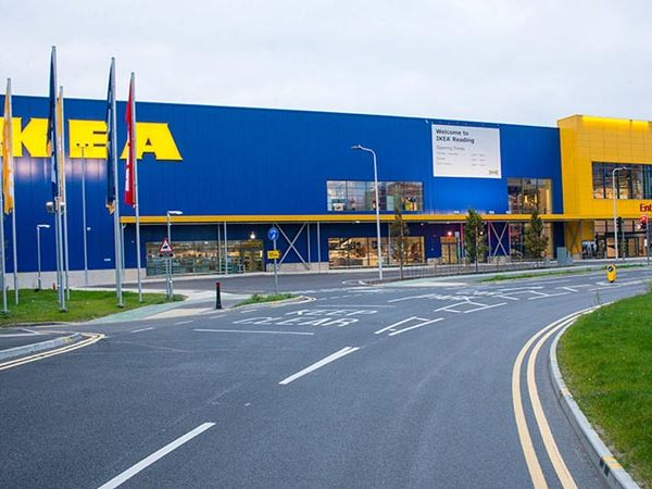 Featured__0001s_0000_Ikea-reading-01
